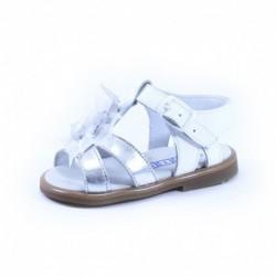 Comprar ropa de niño online Sandalia niña detalles plata