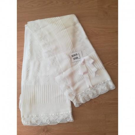 Comprar ropa de niño online Chal puntilla fabricado en
