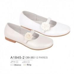 Zapato plano creemonia y detalle flor en cierre